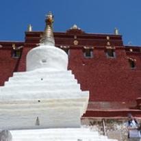 "Gandenklostret, Tibet • <a style=""font-size:0.8em;"" href=""http://www.flickr.com/photos/71907000@N08/16026663082/"" target=""_blank"">View on Flickr</a>"
