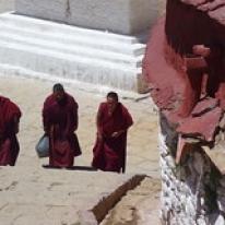"Munkar i Tibet • <a style=""font-size:0.8em;"" href=""http://www.flickr.com/photos/71907000@N08/15407730363/"" target=""_blank"">View on Flickr</a>"