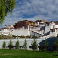 """Potalapalatset, Tibet • <a style=""""font-size:0.8em;"""" href=""""http://www.flickr.com/photos/71907000@N08/16001658806/"""" target=""""_blank"""">View on Flickr</a>"""