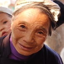 "Mormor med sitt barnbarn • <a style=""font-size:0.8em;"" href=""http://www.flickr.com/photos/71907000@N08/16128984636/"" target=""_blank"">View on Flickr</a>"
