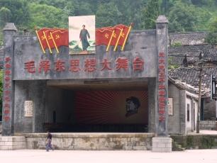 Mao hyllas fortfarande i Bajiaogou