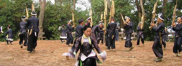 Dansuppträdande av minoriteten Miao i Guizhou
