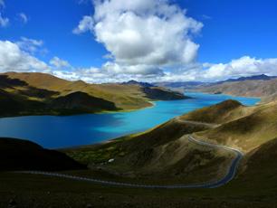 Sjön Yamdrok i Tibet
